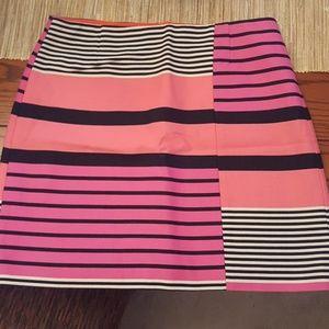 Loft short skirt. Gold zipper on back.